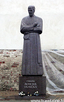 памятник епископа Матеюса Валанчюса (Каунас, Литва)