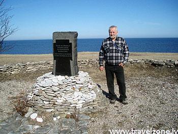 памятник погибшим на пароме Эстония (остров Сааремаа)